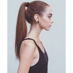 Your neck only looks long because you strain it to oblivion miss Irrelevant sa Cute Beauty, Beauty Full, Beauty Girls, Face Hair, My Hair, Very Skinny Girls, Skinny Face, Girl Anatomy, Natural Everyday Makeup