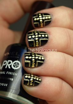 black & gold nails