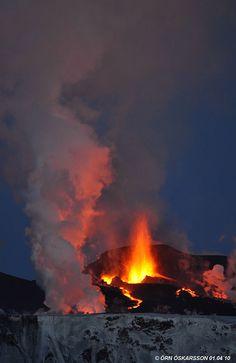 Eruption/eldgos at Fimmvörðuháls, Iceland