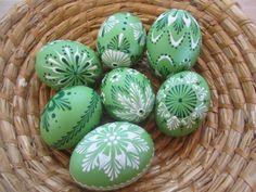 Kraslice (voskové zelené ) / Zboží prodejce veronika73 | Fler.cz Easter Egg Crafts, Easter Art, Eastern Eggs, Welcome Spring, Egg Art, Egg Decorating, Happy Easter, St Patricks Day, Holiday Fun