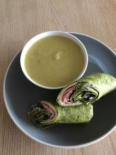 3) celeriac and leek soup with ham, smoked cheese and red onion salad spinach wrap