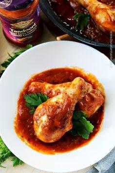 Puiul tandoori la cuptor este deosebit de gustos și de ușor de pregătit, o explozie de arome, perfect pentru o cină cu prietenii sau o masă în familie. Stir Fry Recipes, Cooking Recipes, Thai Red Curry, Fries, Chicken Recipes, Goodies, Ethnic Recipes, Food, Sweet Like Candy