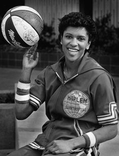 Lynette Woodard, 1st woman to play basketball for the Harlem Globetrotters.