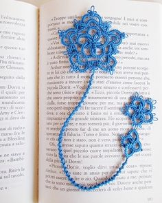 "Celtic bookmark by  lella ✿ڰۣ—    -  the motif is from ""Rose & Crown""  free pattern  http://leblogdefrivole.blogspot.co.uk/2014/03/needle-shuttle-motif.html"