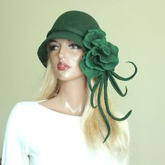 If you can pull this hat off you have the face and attitude everyone can see when you walk in the room, If only....lol Moss green hat Felted hat Dark green felt hat Green by ZiemskaArt