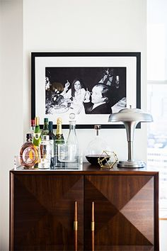 Home bar ideas for small spaces. Domino shares tiny little bars and bar ideas for a holiday party in your studio apartment! Read on for tiny home bar inspiration you can create in your own spirited space. For more home bar ideas go to Domino. Home Bar Decor, Bar Cart Decor, Bar Cart Styling, Cheap Home Decor, Home Bar Setup, Styling Tips, Kitchen Decor, Bandeja Bar, Deco Buffet