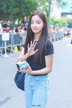 K-Pop Babe Pics – Photos of every single female singer in Korean Pop Music (K-Pop) Kpop Girl Groups, Kpop Girls, Girl Day, My Girl, Korean Girl Fashion, Kpop Fashion, Cute Korean Girl, Pretty And Cute, Female Singers