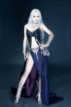 Metallic ornamentation, Elf-like silver hair, it all works... L2 cosplay Dark Elf