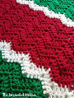This easy crochet throw pattern uses a modern chevron stitch to create a cozy addition to your handmade holiday decor for Christmas this year. Holiday Crochet Patterns, Crochet Throw Pattern, Crochet Ripple, Afghan Crochet Patterns, Crochet Stitches, Crochet Afghans, Crochet Blankets, Crochet Ideas, Free Crochet