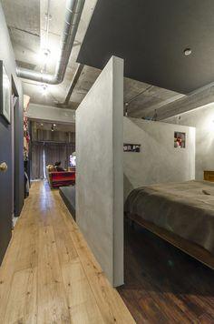 天井の色に変化をつけることで視覚的に寝室を仕切っている。