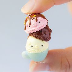 """I'm waiting for summer to arrive! What better way to start getting into a summery mood than making summer themed charms? Here a triple scoop piggy ice cream, drizzled in caramel sauce and sprinkles! Who wants to """"pig"""" out on ice cream with me? Cute Polymer Clay, Cute Clay, Polymer Clay Miniatures, Fimo Clay, Polymer Clay Projects, Polymer Clay Charms, Polymer Clay Creations, Clay Crafts, Crea Fimo"""