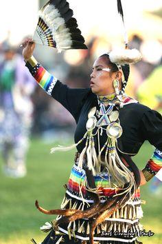 I like ribbons on sleeves and colors/Ermineskin Powwow 2012 Native American Regalia, Native American Artists, Native American Women, American Spirit, American Indian Art, Jingle Dress Dancer, Powwow Regalia, Native Style, Pow Wow