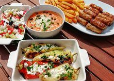 Csevapcsicsa, görög saláta, töltött sült paprikával, paradicsomos paprika mártogatóssal   Konyhagyári capriccio Ketchup, Cobb Salad, Feta, Chips, Potato Chip, Tortilla Chips