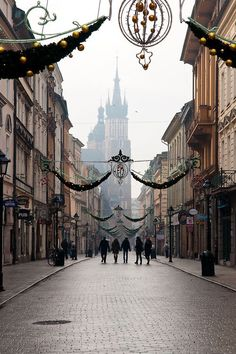 Poland Travel Inspiration - Krakow, Poland (by Simon Whitfield) - All things Europe Cracow is beautiful! Places Around The World, Oh The Places You'll Go, Places To Travel, Places To Visit, Around The Worlds, Albania, Bósnia E Herzegovina, Krakow Poland, Warsaw Poland