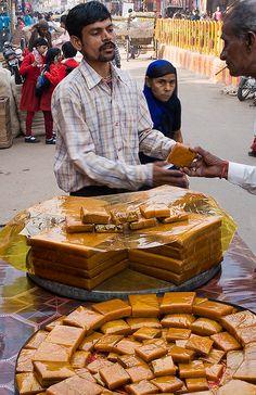Street sweets for sale - Varanasi World Street Food, Comida India, India Street, Amazing India, Indian Street Food, India Food, Indian Sweets, Chaat, Varanasi