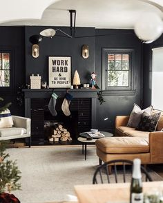 44 Fascinating Black Living Room Designs Ideas That Never Go Out Of Fashion ~ Dark Living Rooms, Home Interior, Interior Design Living Room, Home And Living, Living Room Designs, Living Room Decor, Black Living Room Paint, Modern Living, Dark Rooms