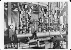 Interior da fábrica - maquinaria. Fotografia sem data. Produzida durante a actividade do Estúdio Mário Novais: 1933-1983.  [CFT003 064351.ic]