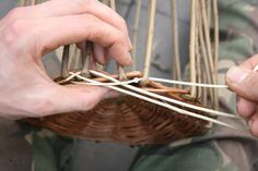 A step by step guide to weaving a traditional style Willow Wicker basket from start to finish. Paper Basket Weaving, Basket Weaving Patterns, Willow Weaving, Owl Fabric, Fabric Flowers, Upcycled Crafts, Handmade Crafts, Handmade Rugs, Handmade Headbands