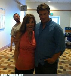 Wil Wheaton Photobombs Nathan Fillion = AWESOME, if I were this girl I would be so happy about this photo!!!
