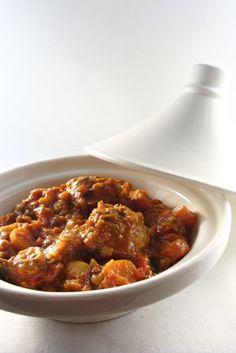 Tajine met gehaktballetjes - Junnekes recepten Tagine Recipes, Dutch Recipes, Middle Eastern Recipes, Fabulous Foods, Meatloaf, Slow Cooker, Good Food, Paleo, Dinner Recipes
