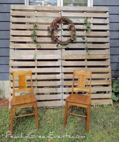 Shopping for Christmas Tree Decorations – Get Ready for Christmas Pallet Christmas, Christmas Tree Farm, Outdoor Christmas, Christmas Minis, Christmas Photos, Outside Christmas Decorations, Christmas Events, Church Decorations, Pallet Backdrop