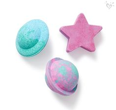 A stellar home spa day starts with out-of-this-world bath bombs. Justice Makeup, Makeup Utensils, Justice Accessories, Mode Kawaii, Baby Doll Nursery, Bath Bomb Sets, Crafts For Kids, Diy Crafts, Lush Bath