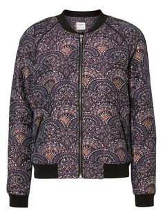 Print bomber from VERO MODA. Wear this with a pair of destroyed denim jeans.