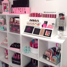 My Makeup Room @thebeautyacct