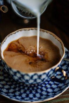 Milk tea is the all time favorite*^_^* # Coffee I Love Coffee, Coffee Art, Coffee Break, Morning Coffee, Coffee Cups, Coffee Milk, Café Chocolate, Chocolate Caliente, Milk Tea
