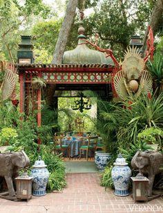 爱 Chinoiserie? 爱 home decor in chinoiserie style - The Pink Pagoda: Chinoiserie at the Table Outdoor Rooms, Outdoor Dining, Outdoor Gardens, Outdoor Decor, Dining Table, Outdoor Patios, Outdoor Kitchens, Magic Garden, Dream Garden