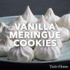 Vanilla meringue cookies Want to learn how to make meringues? This meringue cookie is light, airy morsels and the perfect fat-free treat to really beat a sweets craving. Candy Recipes, Baking Recipes, Sweet Recipes, Cookie Recipes, Dessert Recipes, Macaroon Recipes, Pavlova, Vanilla Meringue Cookies Recipe, Meringue Cookies Recipe Without Cream Of Tartar