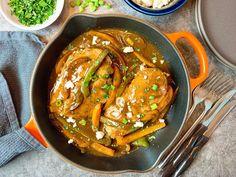 Robin Miller Cooks : Chicken and Peppers with Fajita Gravy Fajita Marinade, Pan Seared Chicken, Good Food, Yummy Food, Boneless Skinless Chicken, Deviled Eggs, Roasted Potatoes, Fajitas, How To Cook Pasta