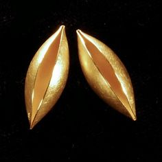 Erich Zimmermann at Patina Gallery. Earrings, Cocoon, 18k Gold, Posts, 20mm Pods