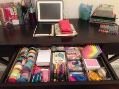 Office drawer organization ideas - desk drawer organizing - college desk or Office Drawer Organization, College Organization, Office Organization, Organized Office, Office Desk, Stationary Organization, Organizing Ideas, Home Office, Organizing Life