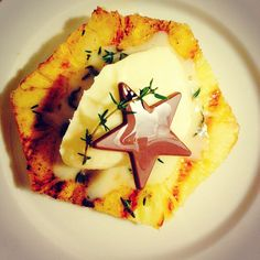 Grilled pineapple with thyme and lemon creme