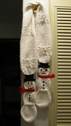 Ravelry: Snowman Snowball Toddler Scarf pattern by Suzanne Resaul.