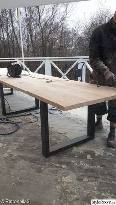 Glass veranda, turn of the century, construction of long tables There are several things Backyard Projects, Diy Wood Projects, Diy Pergola, Pergola Kits, Pergola Attached To House, Wooden Dining Tables, Deck Furniture, Building A Deck, Outdoor Living