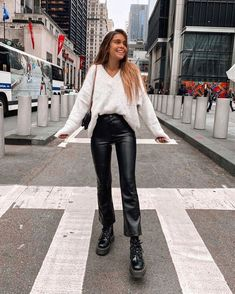 Women Outfits For Fall 2019 Uni Outfits, Winter Fashion Outfits, Mode Outfits, Fall Winter Outfits, Cute Casual Outfits, Summer Vegas Outfit, Dr Martens Outfit, Cher Horowitz, Mode Ootd