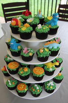 Dinosaur cupcakes - could never do it, but how cute!