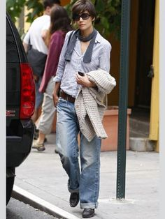 Katie Holmes wearing baggy jeans