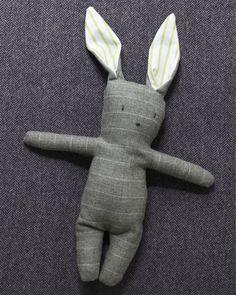 Stuffed Menswear Bunny - Free pattern and step by step Photo tutorial - Bildanleitung und gratis Schnittvorlage