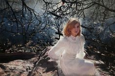 BELIEVE IT OR NOT THESE ARE PAINTINGS - Despite your doubts, it is not photographs but oil paintings made by the artist Yigal Ozeri. With particular attention to details, these hyper-realistic representations of women are very sensual and impressive.