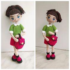 Знакомьтесь - куколка Николь.  -рост 19 см  -внутри проволочный каркас  -связана девочка из хлопковых ниточек  -волосы можно расчесывать расческой с редкими зубчиками  -одежда не снимается (только рюкзачок ☺️ )  -стоит самостоятельно