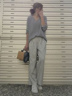 Pin by Sayaka on Fashion in 2020 Japan Fashion, Daily Fashion, Love Fashion, Korean Fashion, Womens Fashion, Effortlessly Chic Outfits, Pantalon Large, Minimalist Fashion Women, Casual Outfits