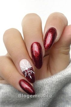ALLES The Cutest and Festive Christmas Nail Designs for Celebration - Xmas Nails - Nail Art Noel, Snowflake Nail Art, Red Nail Art, Pretty Nail Art, Cute Nail Art, Glitter Nail Art, Cute Nails, Red Glitter, Snowflakes