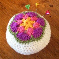 African flower crochet pincushion (pattern from Sandra cherry heart)