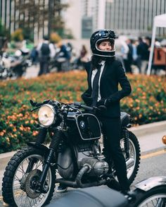 Look at a couple of my most popular builds - distinctive scrambler concepts like this Bmw Scrambler, Motos Bmw, Bmw Motorcycles, R65, Lady Biker, Biker Girl, Female Motorcycle Riders, Girl Motorcycle, Moto Cafe