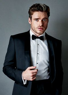 richard madden existing is a thirst trap Richard Madden Shirtless, Lily James, British Men, Fine Men, Male Face, Handsome Boys, Beautiful Boys, Gq, Actors & Actresses