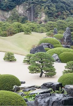 garden at the Adachi Museum of Art, Yasugi, Shimane, Japan.  Created by Adachi Zenko, the museum's founder  (photo by AsianInsights on flickr)