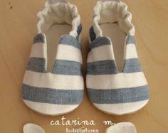 patrón de zapatos de bebé bebé Abby y Aaron por UpAndAwayPatterns